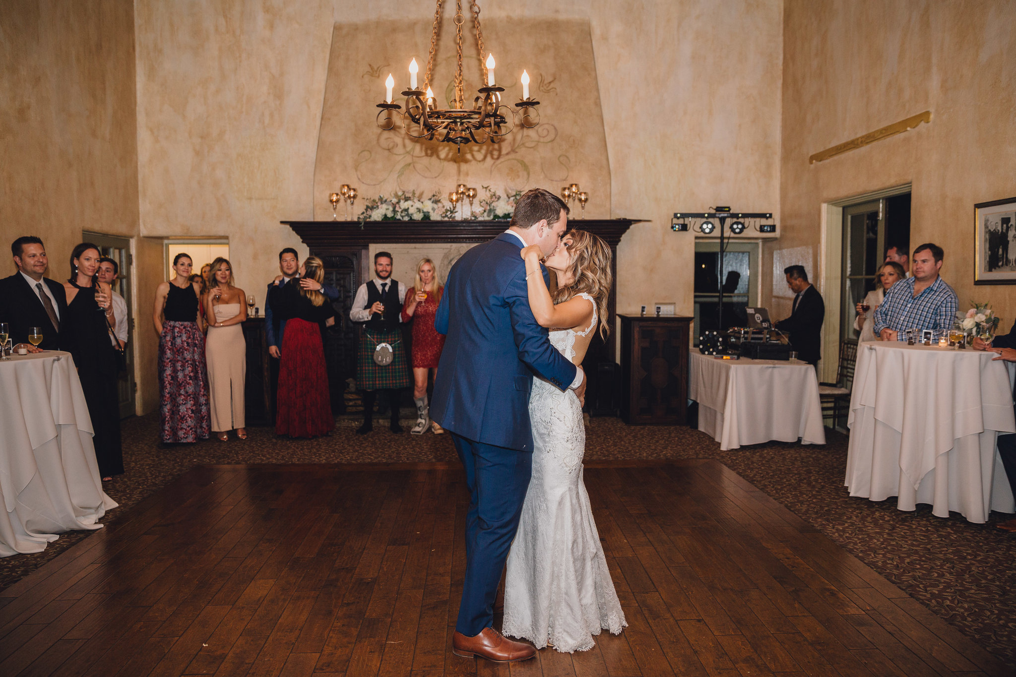 First Dance Kiss | La Venta Inn